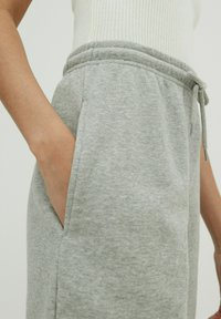 EDITED - Tracksuit bottoms - graumeliert - 3