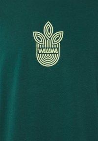 WAWWA - LEAF LOGO LONGSLEEVE UNISEX - Long sleeved top - jungle green - 6