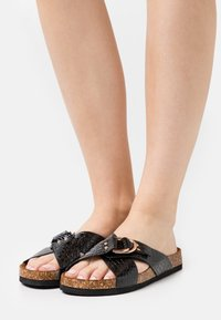 ONLY SHOES - ONLMAXI CROSSOVER - Mules - black - 0