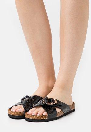 ONLMAXI CROSSOVER - Pantofle - black