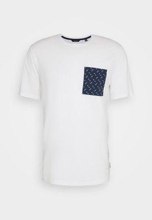 ONSMAXI LIFE POCKET TEE - Camiseta estampada - cloud dancer