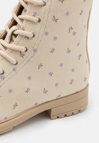 Cotton On - LACE UP COMBAT BOOT - Veterboots - dark vanilla - 5