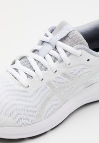 ASICS - PATRIOT 12 - Hardloopschoenen neutraal - white/pure silver - 5