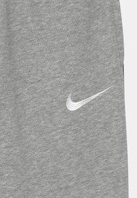 Nike Sportswear - Trainingsbroek - dark grey heather/white - 2