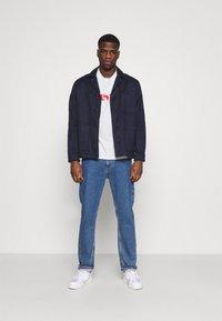 Levi's® - TEE UNISEX - Print T-shirt - neutrals - 1