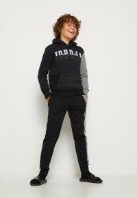 Jordan - AIR SPECKLE PANTS - Pantaloni sportivi - black - 3