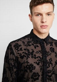 Twisted Tailor - KASH FLORAL SHIRT - Košile - black - 3