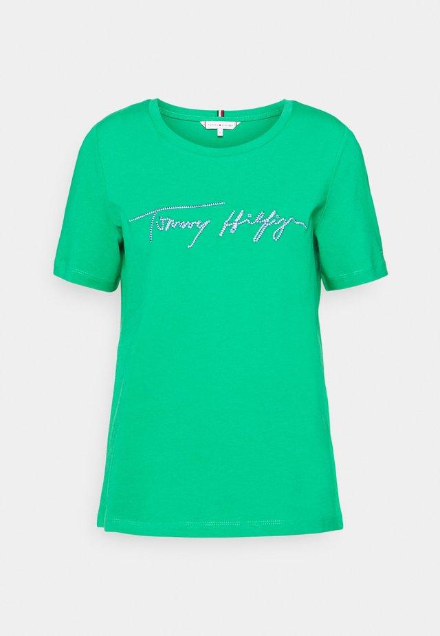 REGULAR SCRIPT OPEN TEE - T-shirt z nadrukiem - primary green