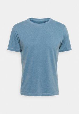 Jednoduché triko - light blue melange