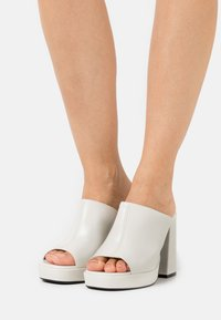 Chio - Heeled mules - offwhite poncho - 0