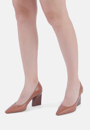 High heels - ginger