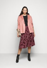 CAPSULE by Simply Be - FLORAL PLEAT MIDI SKIRT - A-line skirt - berry - 1
