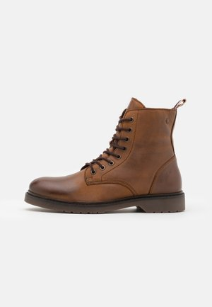 JFWNORSE BOOT - Lace-up ankle boots - cognac
