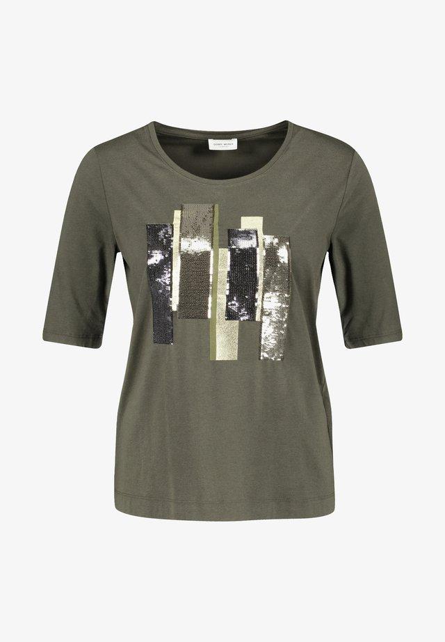 MIT PAILLETTENSTICKEREI - T-Shirt print - olive