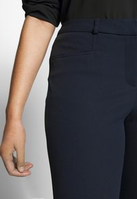 CAPSULE by Simply Be - EVERYDAY KATE TROUSER - Trousers - navy - 5
