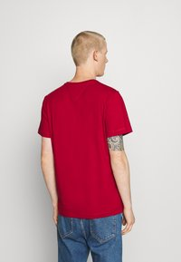 Tommy Jeans - CHEST CORP TEE UNISEX - Print T-shirt - wine red - 2