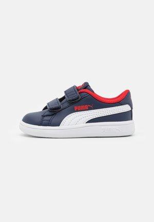 SMASH V2 - Sneaker low - peacoat/white/high risk red
