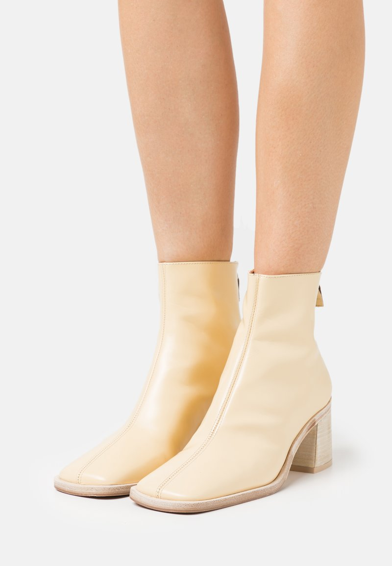 MIISTA - IVY - Classic ankle boots - crema