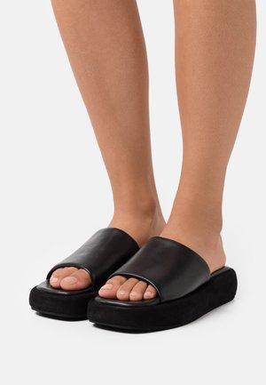 MULES - Pantofle na podpatku - black