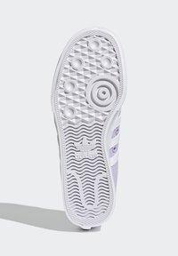adidas Originals - NIZZA PLATFORM - Zapatillas - blipur/ftwwht/ftwwht - 7