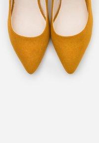 Vero Moda - VMSIA - Classic heels - buckthorn brown - 5