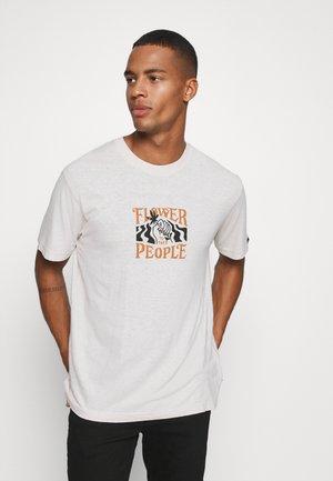 POWER PLANT RETRO FIT TEE - Print T-shirt - moonbeam