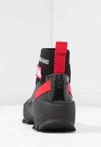 Calvin Klein Jeans - TYSHA - Sneakersy wysokie - black/tomato - 5
