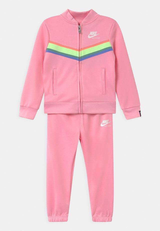 HERITAGE SET - Trainingsanzug - pink