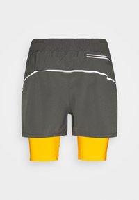 Diadora - DOUBLE LAYER BERMUDA - Sportovní kraťasy - saffron/gray quiet shade - 1