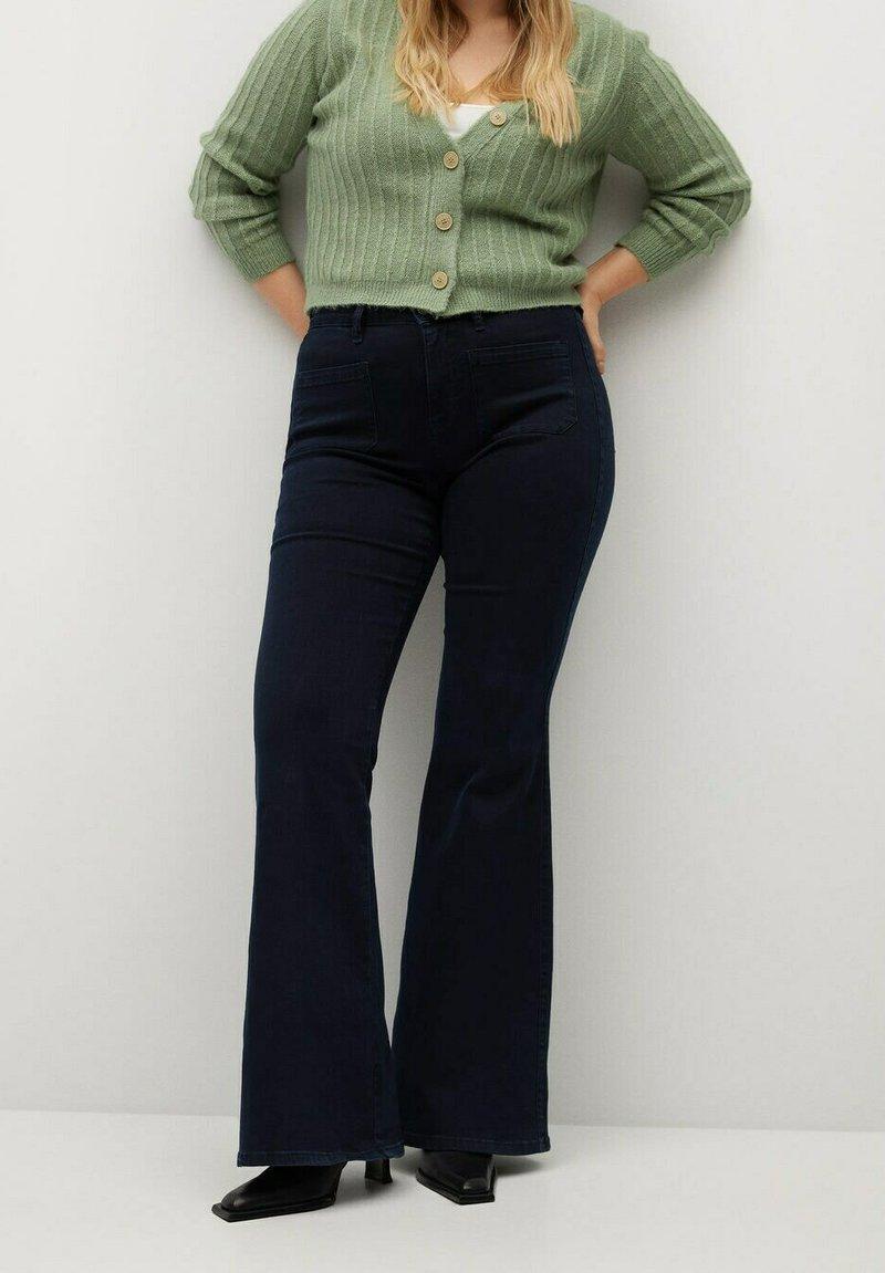 Violeta by Mango - SELMA - Flared Jeans - intensives dunkelblau