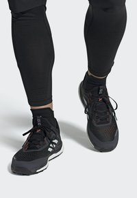 adidas Performance - TERREX AGRAVIC FLOW SCHUH - Nøytrale løpesko - black - 0