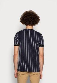 Kings Will Dream - CLIFTON - Print T-shirt - navy/white - 2