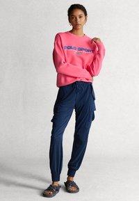 Polo Ralph Lauren - SEASONAL - Collegepaita - blaze knockout pink - 1