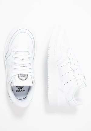 SUPERCOURT - Matalavartiset tennarit - footwear white/core black