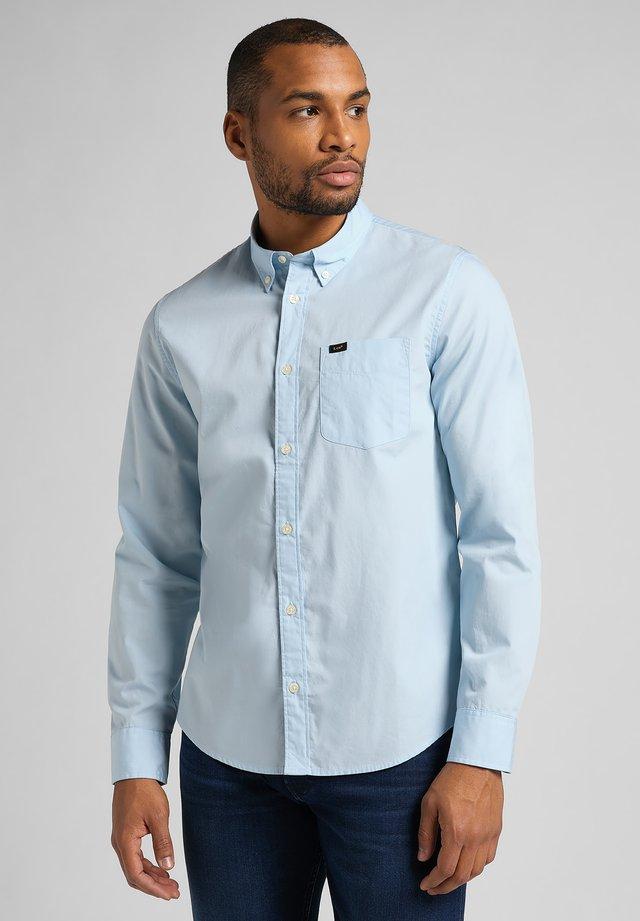 BUTTON DOWN - Camisa - skyway blue