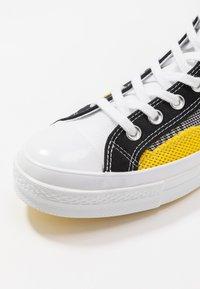 Converse - CHUCK TAYLOR ALL STAR - Høye joggesko - black/white/speed yellow - 5