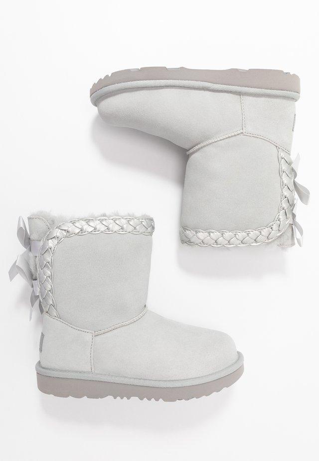 CLASSIC SHORT BRAIDED - Kotníkové boty - grey violet