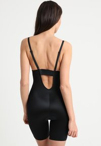 Spanx - SUIT YOUR FANCY PLUNGE LOW BACK MID TIGH  - Body - very black - 4