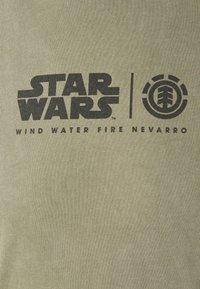 Element - STAR WARS X ELEMENT NEVARRO - Print T-shirt - olive - 2