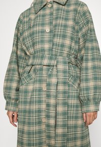 Monki - ROSIE COAT - Zimní kabát - green country brown - 5