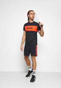 Björn Borg - AMOVE SHORTS - Sportovní kraťasy - black beauty - 1