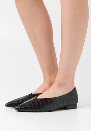 POINTY VCUT  - Ballet pumps - black