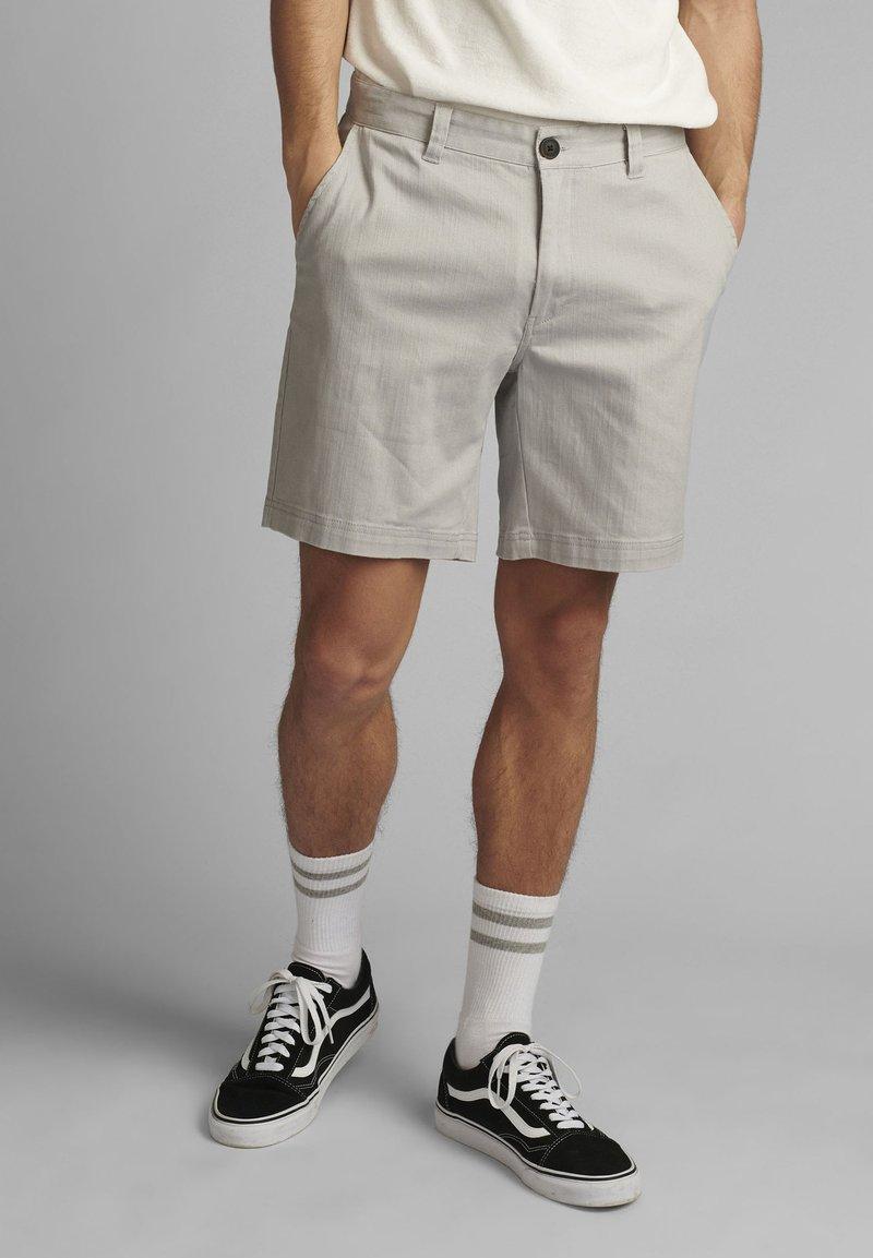 Anerkjendt - JOHN  - Shorts - glacier gray