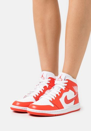 WOMENS AIR 1 MID - High-top trainers - white/habanero red white