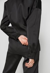 Holzweiler - RIOT - Short coat - black - 4