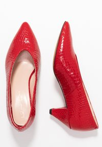 L37 WIDE FIT - WIDE FIT GO YOUR OWN WAY - Classic heels - red - 3