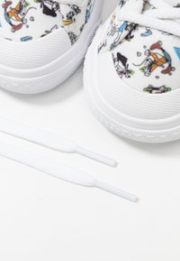 adidas Originals - NIZZA DISNEY SPORT GOOFY - Trainers - footwear white/scarle/core black - 6