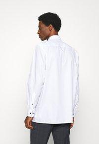 OLYMP Luxor - LUXOR  - Finskjorte - white - 2