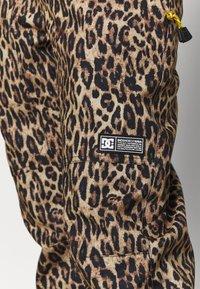 DC Shoes - JUMPSUIT - Pantaloni da neve - brown - 5