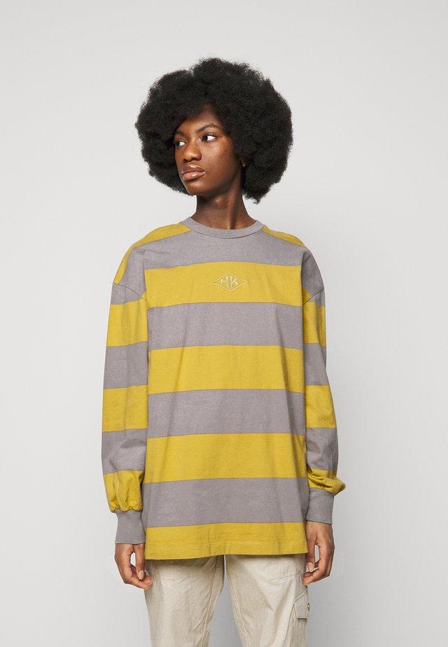 BOXY TEE - Long sleeved top - yellow